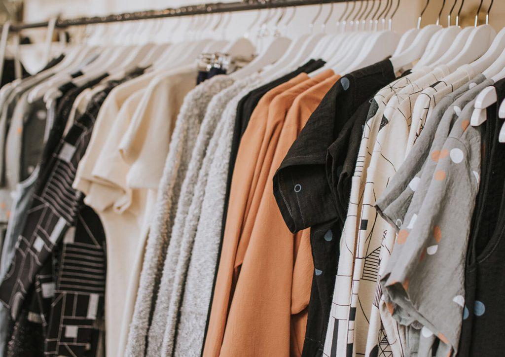 WEBデザイナーはみんなどんな服装で仕事するの?髪型は自由?
